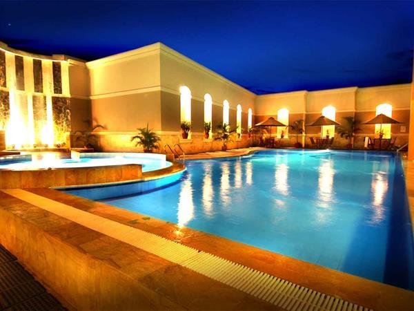 Swimming Pool Swiss-Belhotel Borneo Samarinda