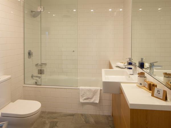 1 Bedroom Corner Suite Villa del Lago