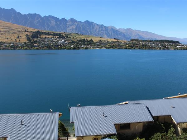 1 Bedroom Lakeview Suite Villa del Lago