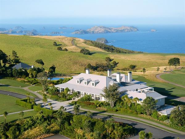Taupo <i>flying to/from</i> Kauri Cliffs
