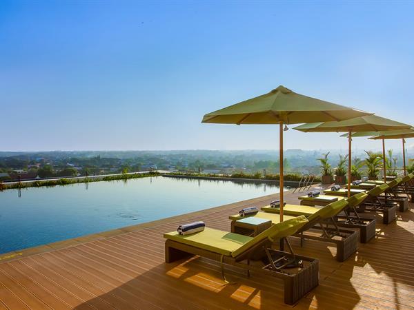 Swimming Pool Swiss-Belhotel Solo