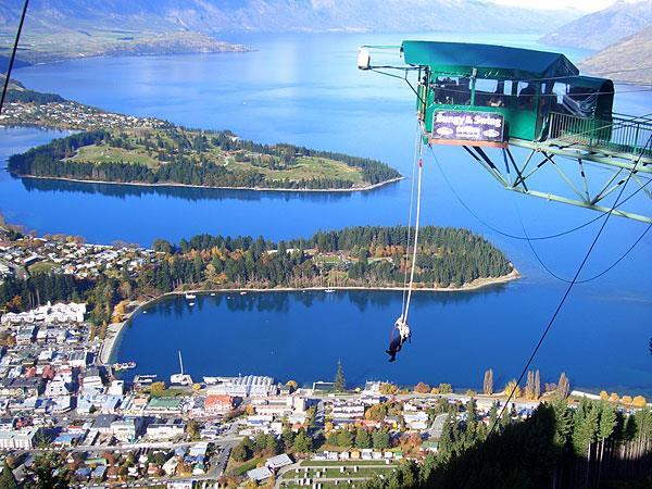 Bungee Jumping Swiss-Belresort Coronet Peak, Queenstown, New Zealand