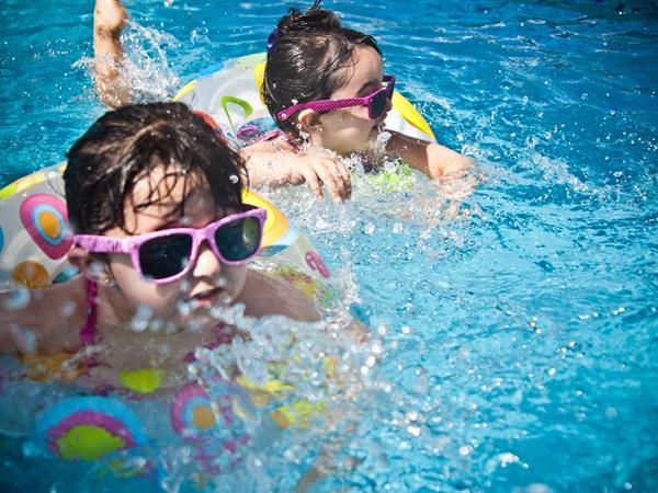 Swimming Pool Special Promo Swiss-Belinn Tunjungan