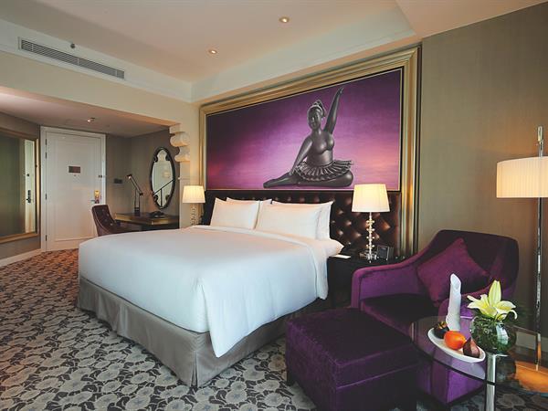 Grand Deluxe Room Hotel Ciputra World Surabaya