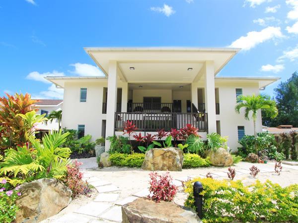 Moana Sands Beachfront Villas & Apartments