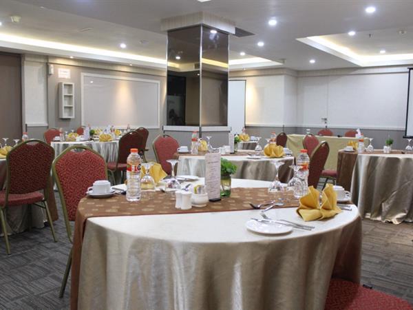 Kursus Table Manner Swiss-Belinn Medan