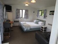 Ensuite Studio Unit 9 Oakura Beach Holiday Park
