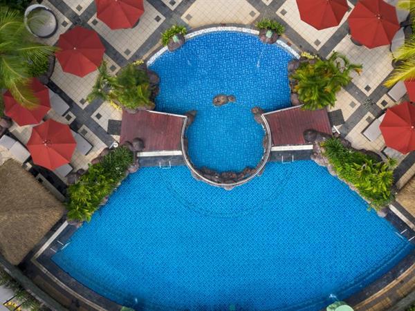 Kolam Renang Hotel Ciputra Jakarta managed by Swiss-Belhotel International