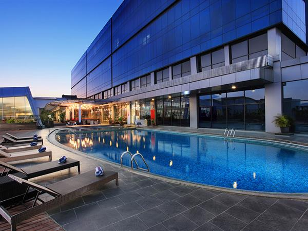 Kolam Renang Outdoor Swiss-Belhotel Cirebon