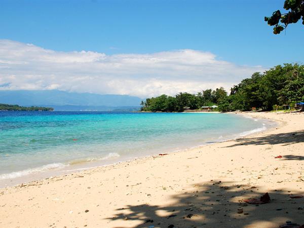 Pantai Pasir Putih Swiss-Belhotel Manokwari