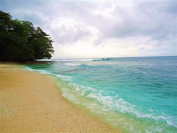Pantai Bakaro Swiss-Belhotel Manokwari