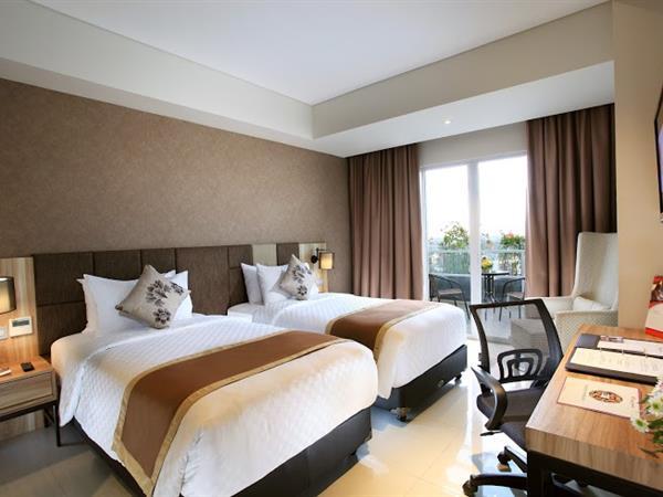 Superior Balcony Room Swiss-Belinn Karawang