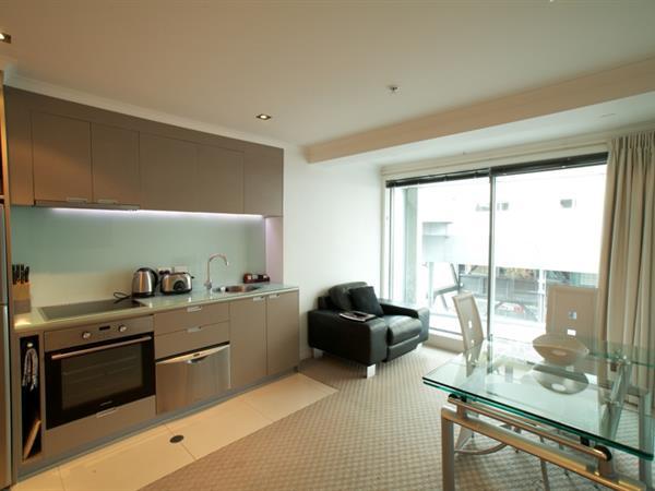 Studio Suite - City View Distinction Wellington Century City Hotel
