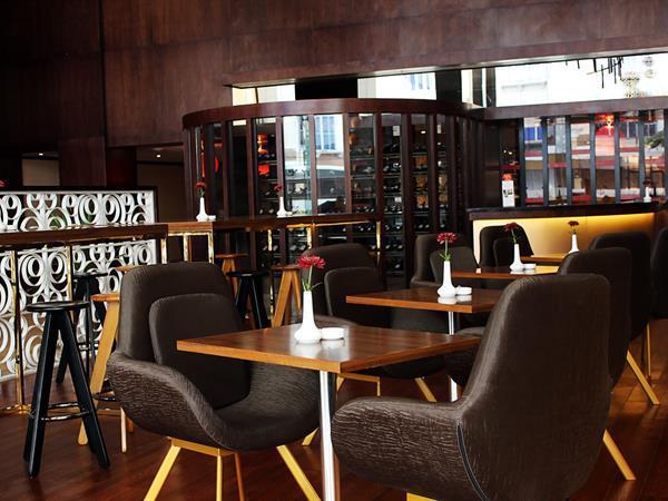 The Lobby Lounge and Bar Swiss-Belhotel Harbour Bay
