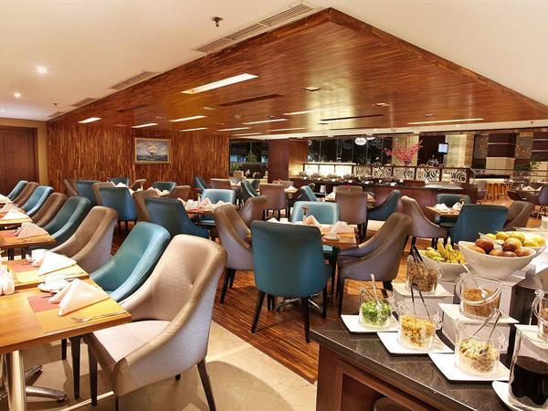 Swiss-Café Restaurant Swiss-Belhotel Harbour Bay