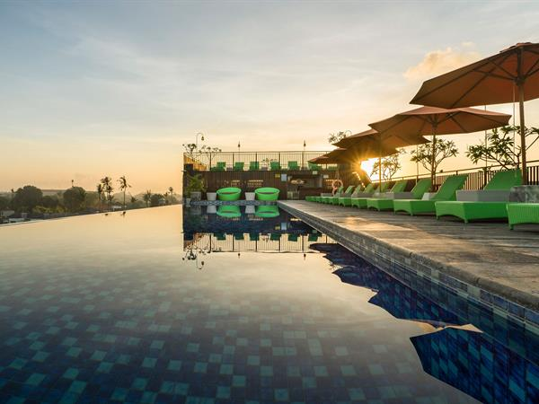 Rooftop Swimming Pool And Bar Zest Hotel Legian ...