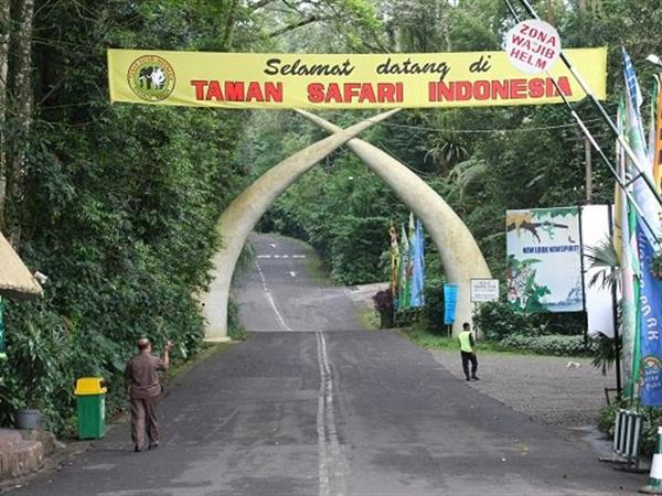 Taman Safari Indonesia Zest Hotel Bogor