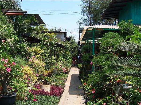 Bratang Traditional Floral Market Zest Jemursari