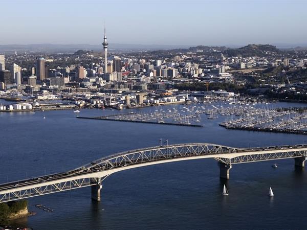 Auckland Harbour Bridge Swiss-Belsuites Victoria Park, Auckland, New Zealand
