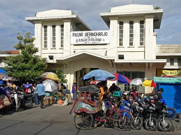 Pasar Tradisional Beringharjo Swiss-Belboutique Yogyakarta