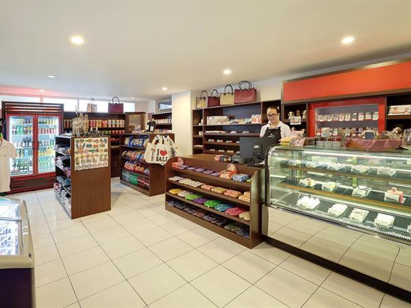 Resort Shop Swiss-Belresort Watu Jimbar