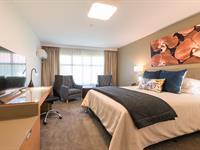 Superior King Room Distinction Hamilton Hotel & Conference Centre
